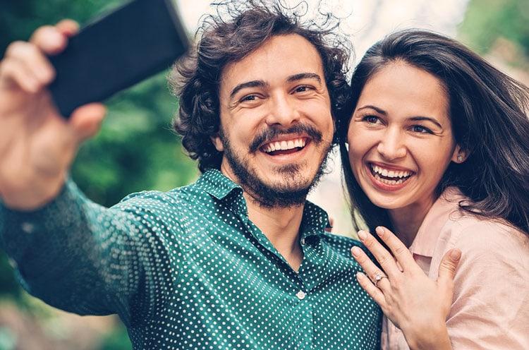 Wem sagt man etwas von der Verlobung