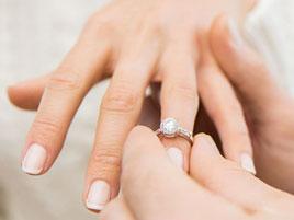 Verlobungsring: Welche Hand ist die richtige?