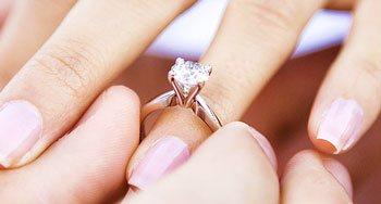 Wie Viel Sollte Ein Verlobungsring Kosten Verlobungsringe De