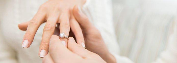 Welche Hand Ist Die Richtige Verlobungsringe De