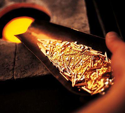 Gelbgold Legierung: Gold während des Schmelzprozesses für Verlobungsringe
